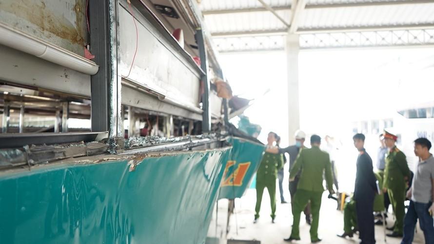 Can canh ben trong xe giuong nam phat no lam 2 nguoi chet-Hinh-2