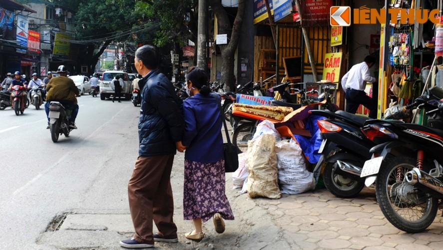 Anh: Duong pho Ha Noi la lam sau tuan le gianh lai via he-Hinh-13