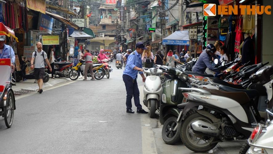 Anh: Duong pho Ha Noi la lam sau tuan le gianh lai via he-Hinh-4