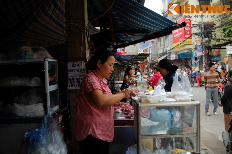 Anh: Nguoi Ha Noi xep hang dai mua banh troi banh chay-Hinh-10