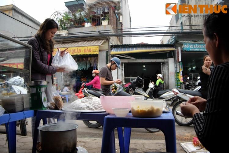 Anh: Nguoi Ha Noi xep hang dai mua banh troi banh chay-Hinh-11