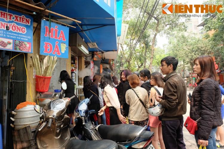 Anh: Nguoi Ha Noi xep hang dai mua banh troi banh chay-Hinh-3