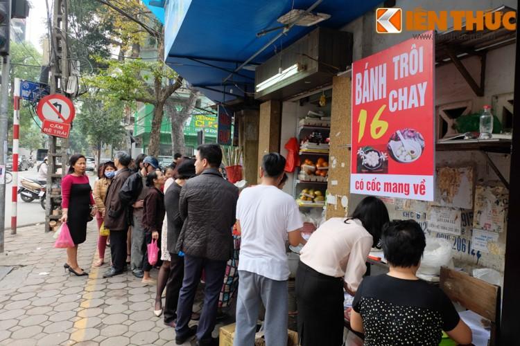 Anh: Nguoi Ha Noi xep hang dai mua banh troi banh chay-Hinh-4