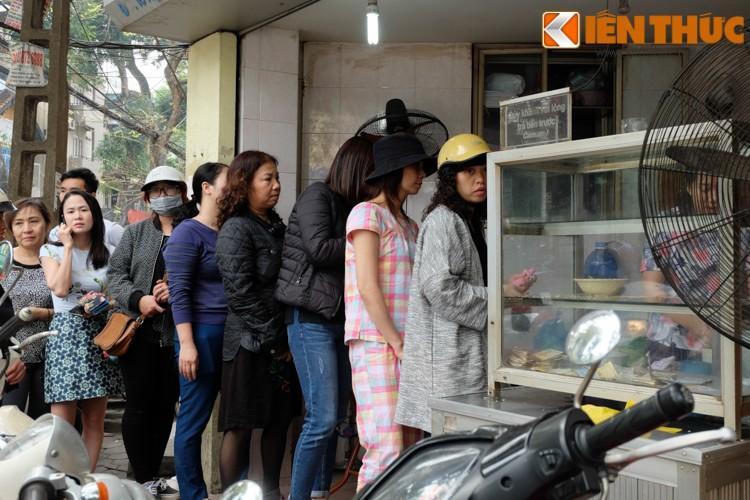 Anh: Nguoi Ha Noi xep hang dai mua banh troi banh chay-Hinh-5