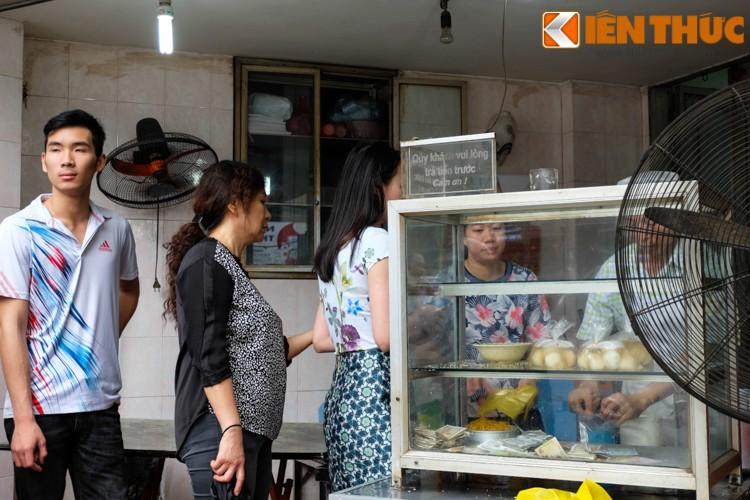 Anh: Nguoi Ha Noi xep hang dai mua banh troi banh chay-Hinh-6