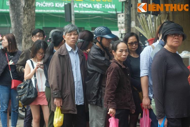 Anh: Nguoi Ha Noi xep hang dai mua banh troi banh chay-Hinh-7