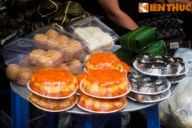 Anh: Nguoi Ha Noi xep hang dai mua banh troi banh chay-Hinh-9