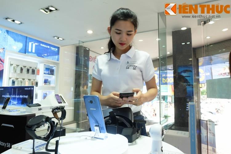 "Nhon nhip di mua hang ""nong"" Samsung Galaxy S8 Plus vua len ke-Hinh-13"