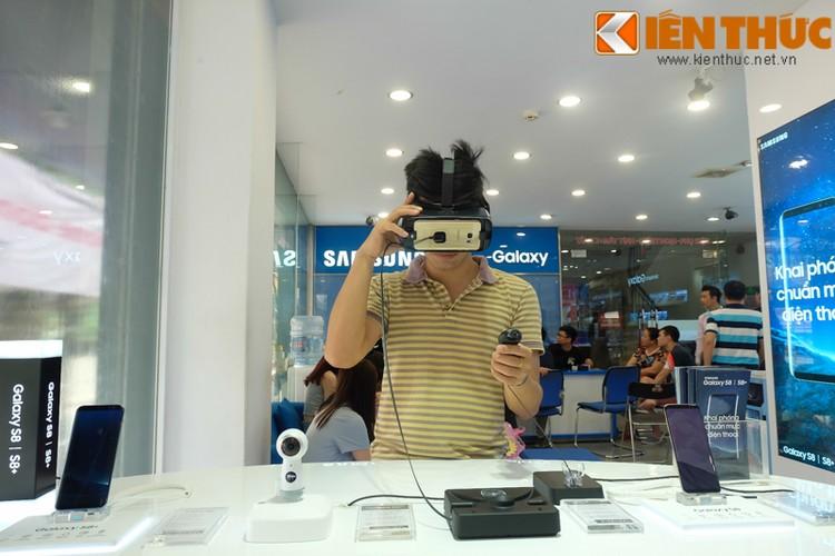 "Nhon nhip di mua hang ""nong"" Samsung Galaxy S8 Plus vua len ke-Hinh-18"