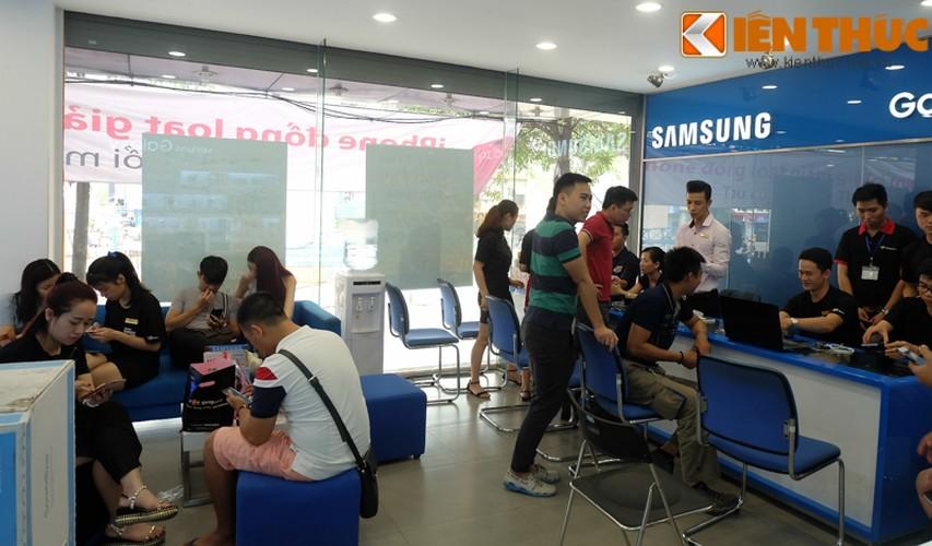 "Nhon nhip di mua hang ""nong"" Samsung Galaxy S8 Plus vua len ke-Hinh-2"
