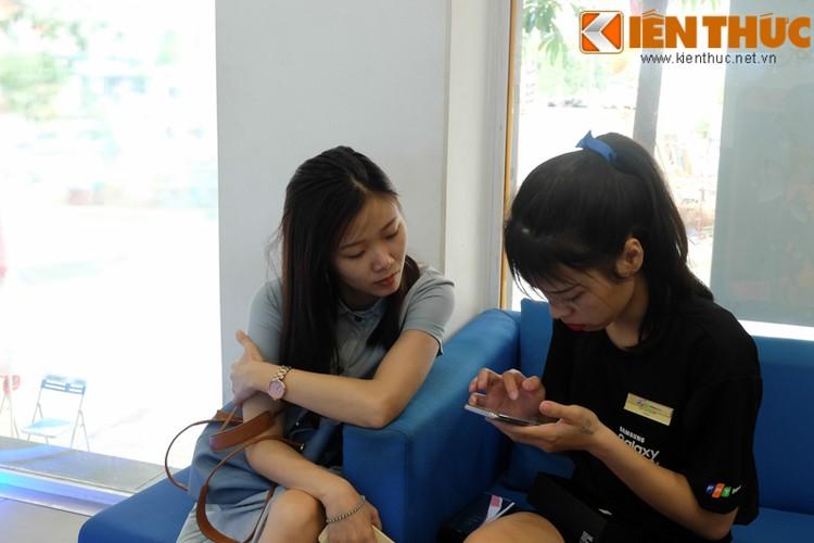 "Nhon nhip di mua hang ""nong"" Samsung Galaxy S8 Plus vua len ke-Hinh-3"
