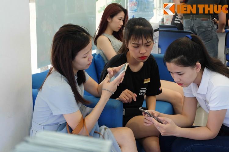 "Nhon nhip di mua hang ""nong"" Samsung Galaxy S8 Plus vua len ke-Hinh-7"