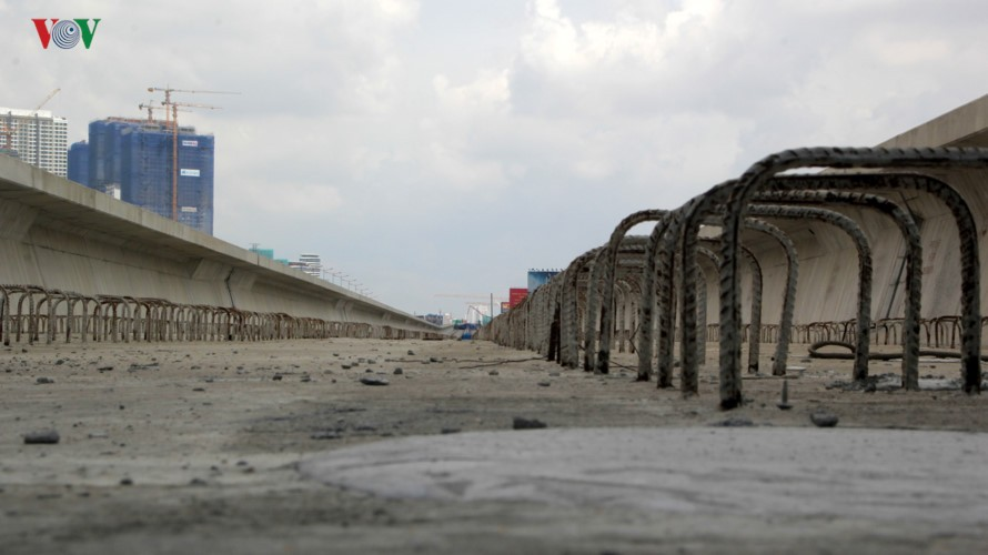 Anh: Can canh tuyen metro so 1 TP HCM ngon ngang doi von-Hinh-10