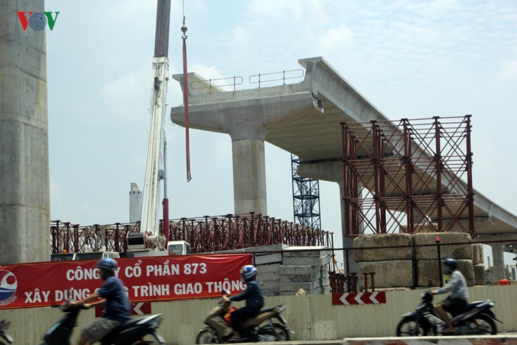 Anh: Can canh tuyen metro so 1 TP HCM ngon ngang doi von-Hinh-9