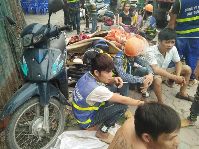 Anh: Khoi lua thieu rui lan cong nhan o Ha Noi-Hinh-10