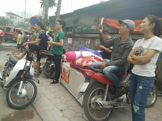 Anh: Khoi lua thieu rui lan cong nhan o Ha Noi-Hinh-8