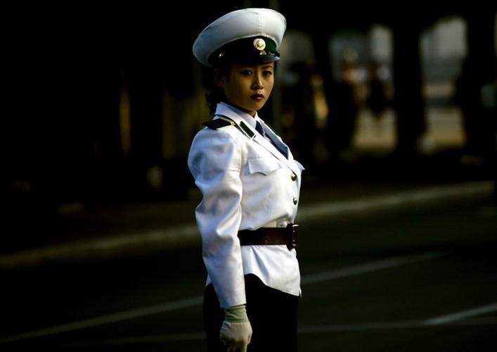Dieu kien ngat ngheo de thanh nu canh sat o Trieu Tien-Hinh-3