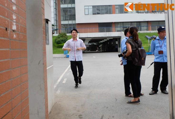 Thi THPT Quoc gia 2017: Thi sinh cuong cuong vi den muon, quen CMND-Hinh-11