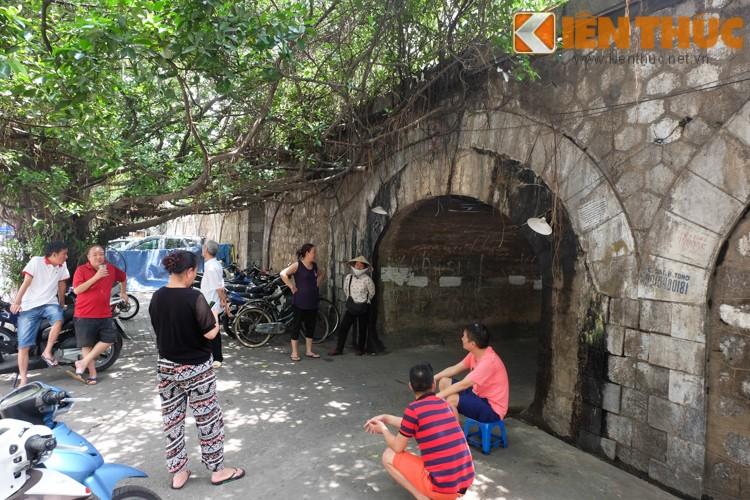 Anh: Can canh 127 vom cau o pho co Ha Noi sap duc thong-Hinh-10