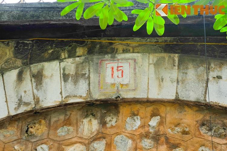Anh: Can canh 127 vom cau o pho co Ha Noi sap duc thong-Hinh-6