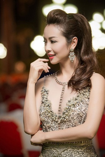 Jennifer Pham - hoa hau 3 con van khien dan ong me dam-Hinh-12