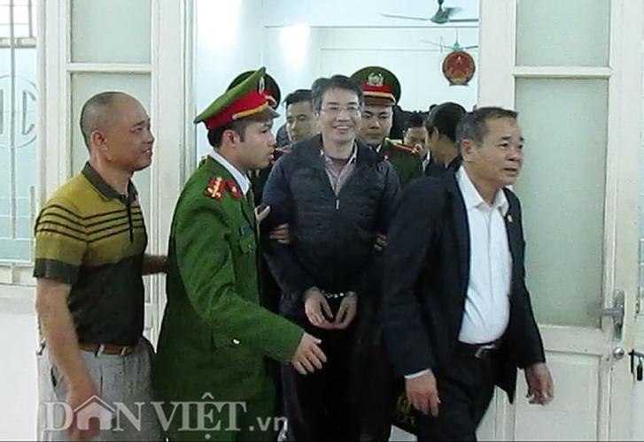 Xu phuc tham Giang Kim Dat: Chi tiet bat ngo trong ngay dau tien-Hinh-11