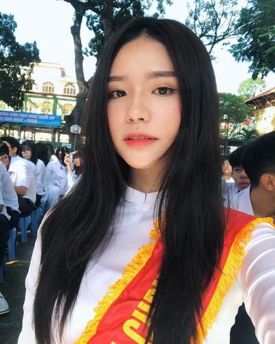 Nhung nu sinh xinh dep hut hon nhat mua khai giang 2017-Hinh-4