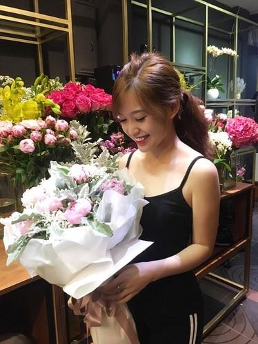 Bat ngo nhan sac hot girl cong so mac vay lo hinh xam-Hinh-10
