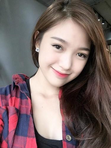 Bat ngo nhan sac hot girl cong so mac vay lo hinh xam-Hinh-11