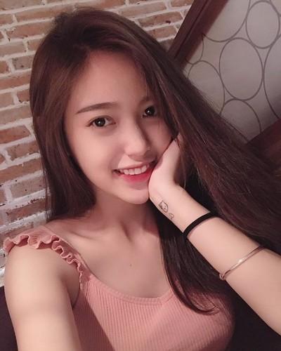 Bat ngo nhan sac hot girl cong so mac vay lo hinh xam-Hinh-12