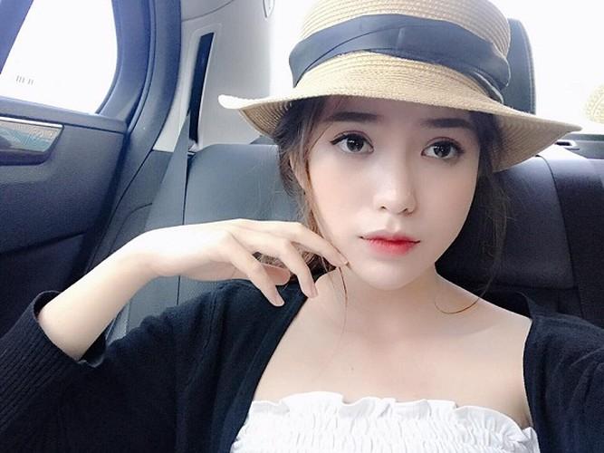 Bat ngo nhan sac hot girl cong so mac vay lo hinh xam-Hinh-2