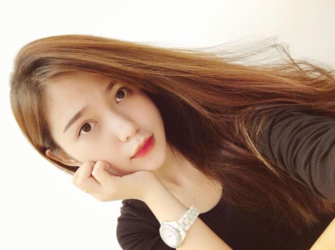 Bat ngo nhan sac hot girl cong so mac vay lo hinh xam-Hinh-5