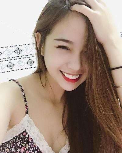 Bat ngo nhan sac hot girl cong so mac vay lo hinh xam-Hinh-6