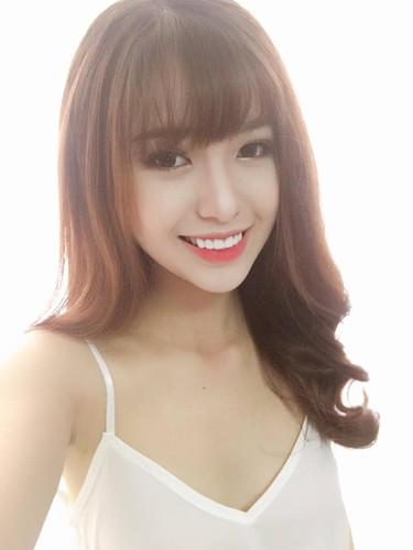 Bat ngo nhan sac hot girl cong so mac vay lo hinh xam-Hinh-7