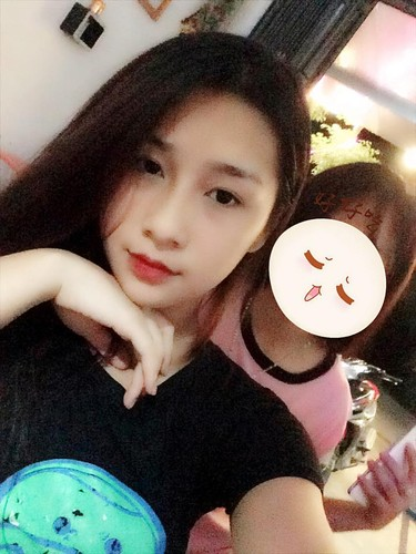 "Hot girl Lao Cai ""noi tieng"" vi nham la anh bia sach GDCD-Hinh-10"