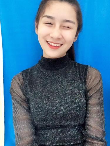 "Hot girl Lao Cai ""noi tieng"" vi nham la anh bia sach GDCD-Hinh-11"