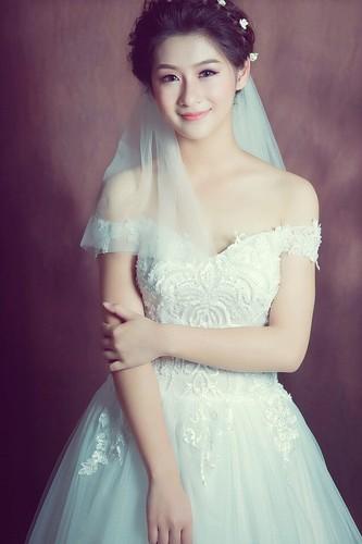 "Hot girl Lao Cai ""noi tieng"" vi nham la anh bia sach GDCD-Hinh-12"