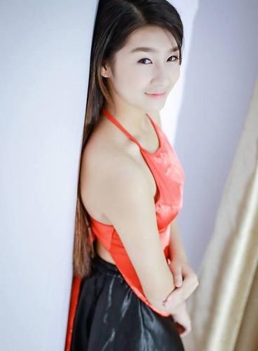 "Hot girl Lao Cai ""noi tieng"" vi nham la anh bia sach GDCD-Hinh-3"