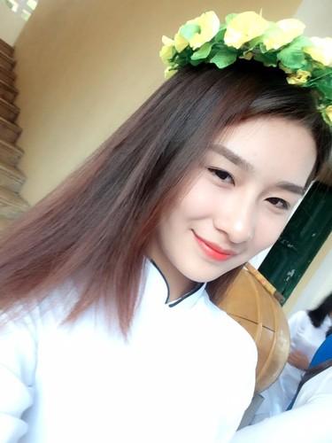 "Hot girl Lao Cai ""noi tieng"" vi nham la anh bia sach GDCD-Hinh-5"