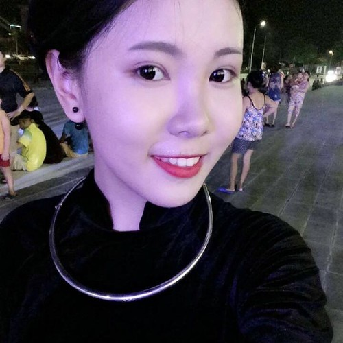 Danh tinh co gai nguoi Dao xinh dep tren pho Ho Guom-Hinh-13
