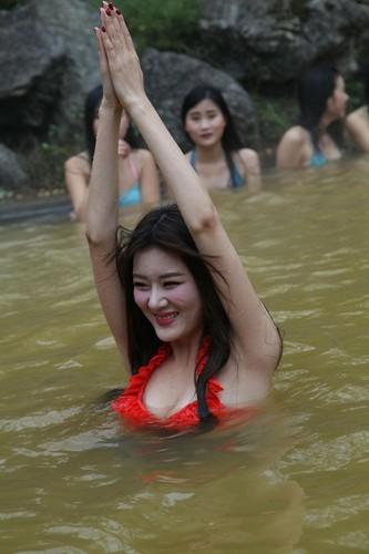 Man nhan man tap yoga duoi nuoc cua my nu Trung Quoc-Hinh-7