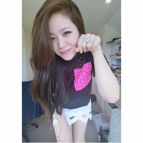 Nhan sac khong thua hot girl cua em gai Ong Cao Thang-Hinh-2