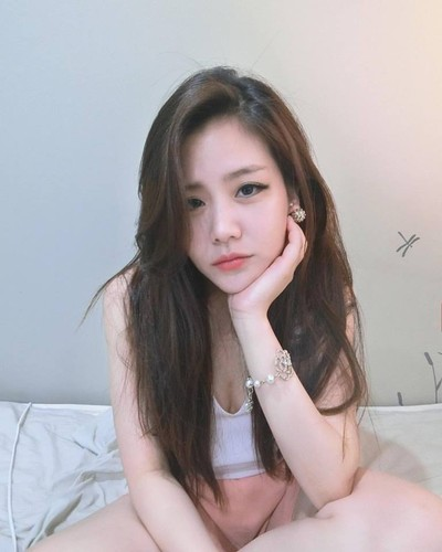 Nhan sac khong thua hot girl cua em gai Ong Cao Thang-Hinh-4