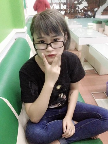 Hot girl 9X Ha Giang va so thich tu tay xam minh