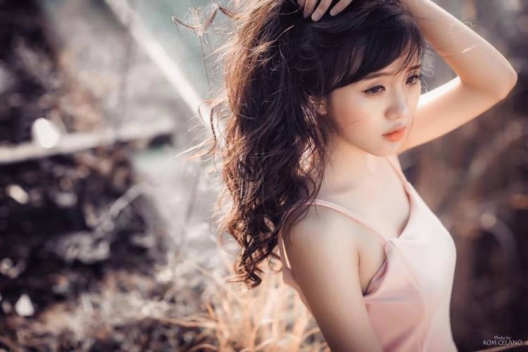 Hot girl pho bien xinh dep theo mot luc bon nghe-Hinh-2