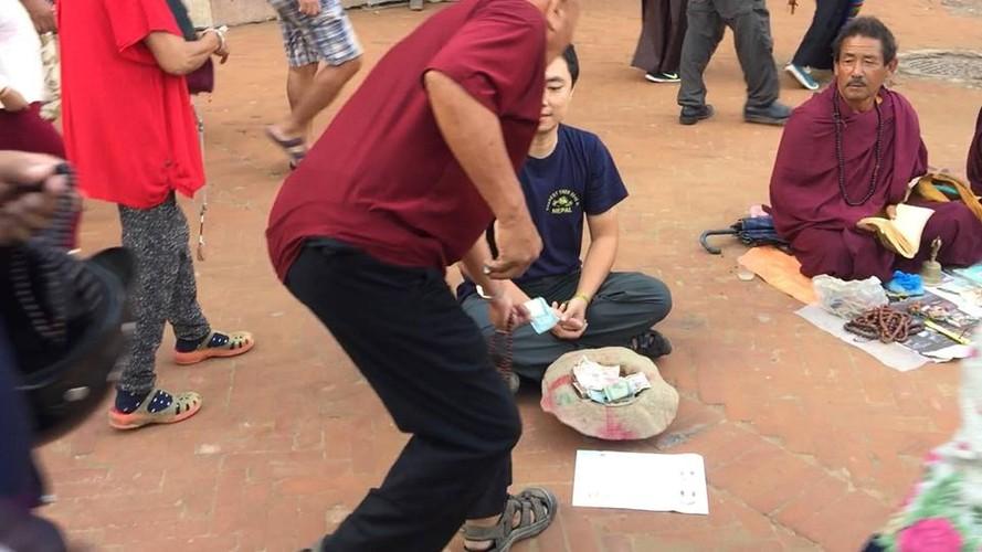 Gap 8X Viet gia an xin o Nepal bat ngo vi cai ket-Hinh-6