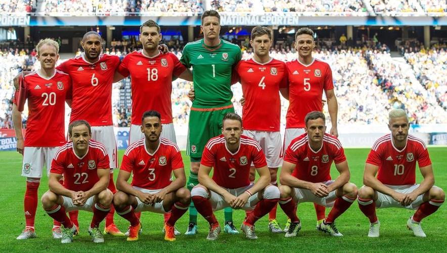Gareth Bale va dong doi chup anh luu niem cuc di-Hinh-5
