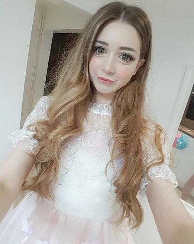 Hot girl nguoi Anh xinh dep nhu bup be gay sot mang-Hinh-5