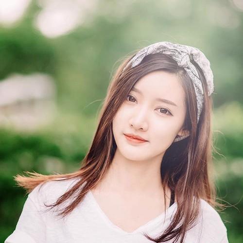 """Dung hinh"" truoc nhan sac hot girl Lao xinh dien dao"