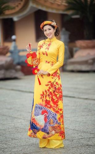 Nu game thu Viet xinh lung linh trong ao dai Tet-Hinh-2